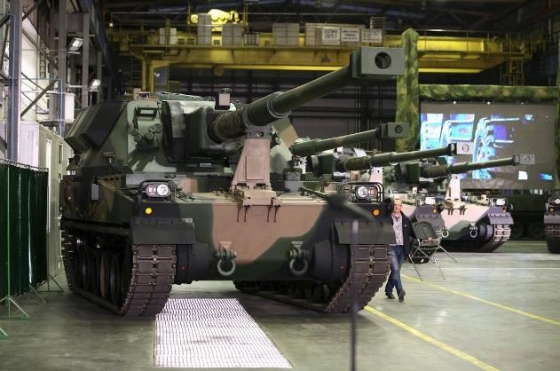 Polônia adquiri 96 unidades do obuseiro autopropulsado KRAB