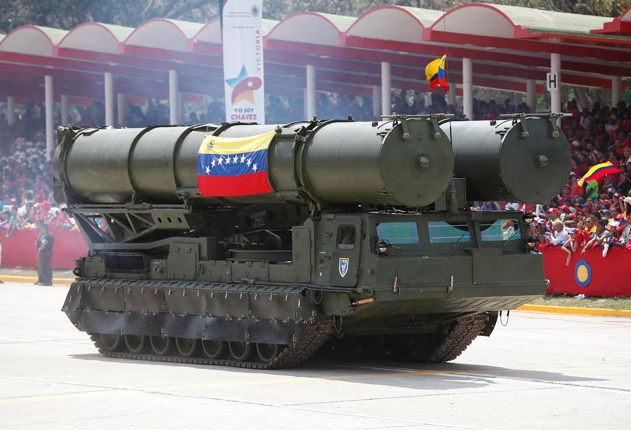 À espera da 'invasão'! Governo Maduro criará Brigada de Defesa Aérea com mísseis e canhões para guarnecer os céus de Caracas…