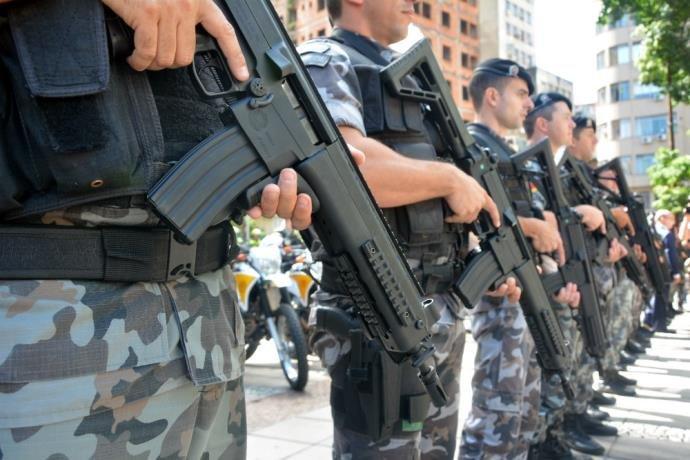 Brigada Militar recebe lote de fuzis  IMBEL IA2.