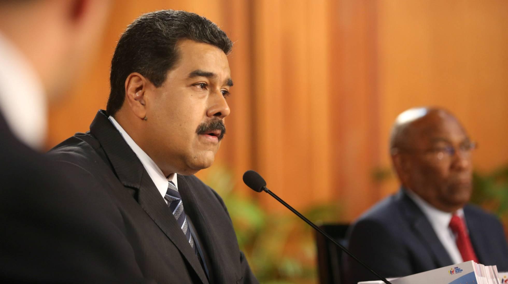 """Geopolítica: Parlamento venezuelano declara """"abandono de cargo"""" de Maduro"""