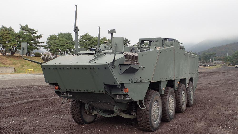 Japão revela protótipo de veículo blindado anfíbio