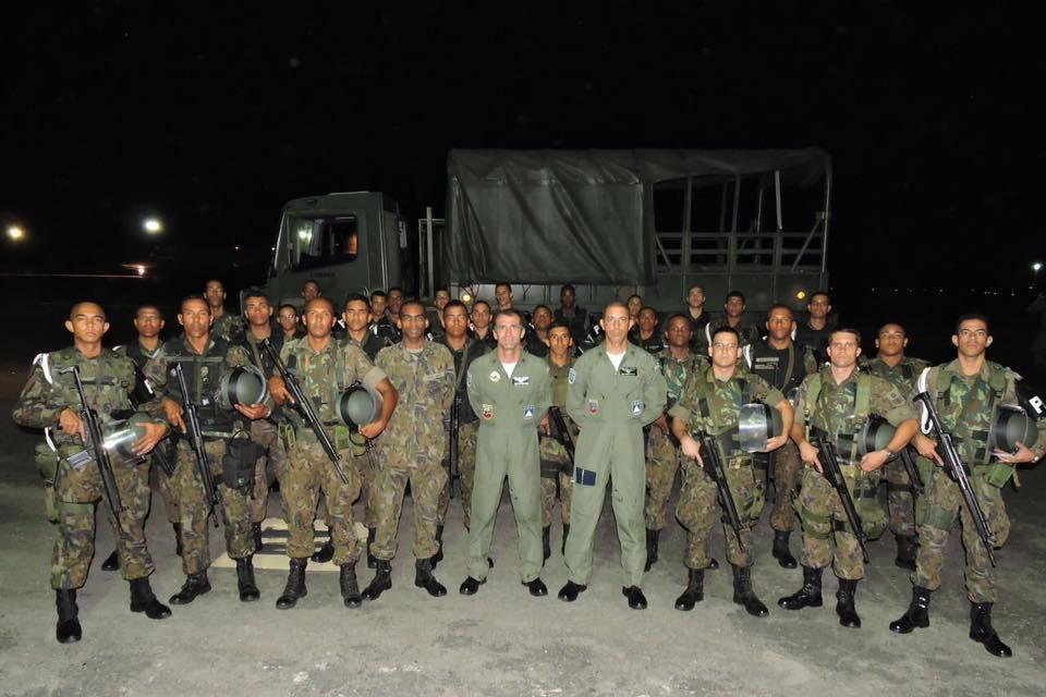 FAB PÉ DE POEIRA: Batalhão de Infantaria de Aeronáutica BINFA-52 da Base Aérea de Salvador envia militares para reforçar o patrulhamento das ruas de Natal.