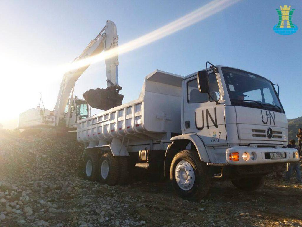 MINUSTAH : BRAENGCOY realiza o Melhoramento de estrada em Porto Príncipe capital do Haiti.