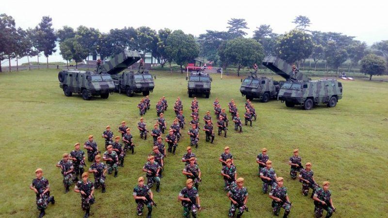 TECNOLOGIA: Lançador múltiplo de foguetes Astros II é a grande estrela da festa de 71 anos do Corpo de Artilharia do Exército Indonésio