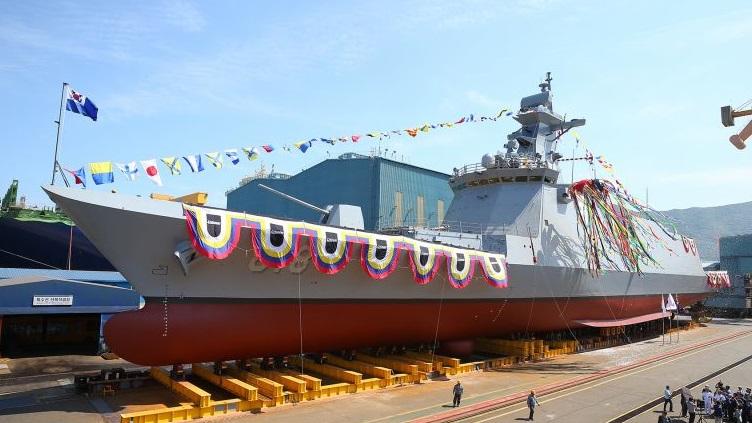 EXCLUSIVO Navios Asiáticos: Parte dos almirantes brasileiros já admite que se recorra às fragatas sul-coreanas FFX-II para renovar a Esquadra