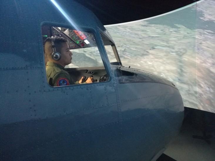 'Fantasma' faz-de-conta: FAC põe em funcionamento simulador de voo de avião americano construído 50 anos atrás
