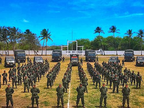 ADSUMUS: Grupamento de Fuzileiros Navais de Natal (GptFNNa) atua nas ruas do Grande Recife
