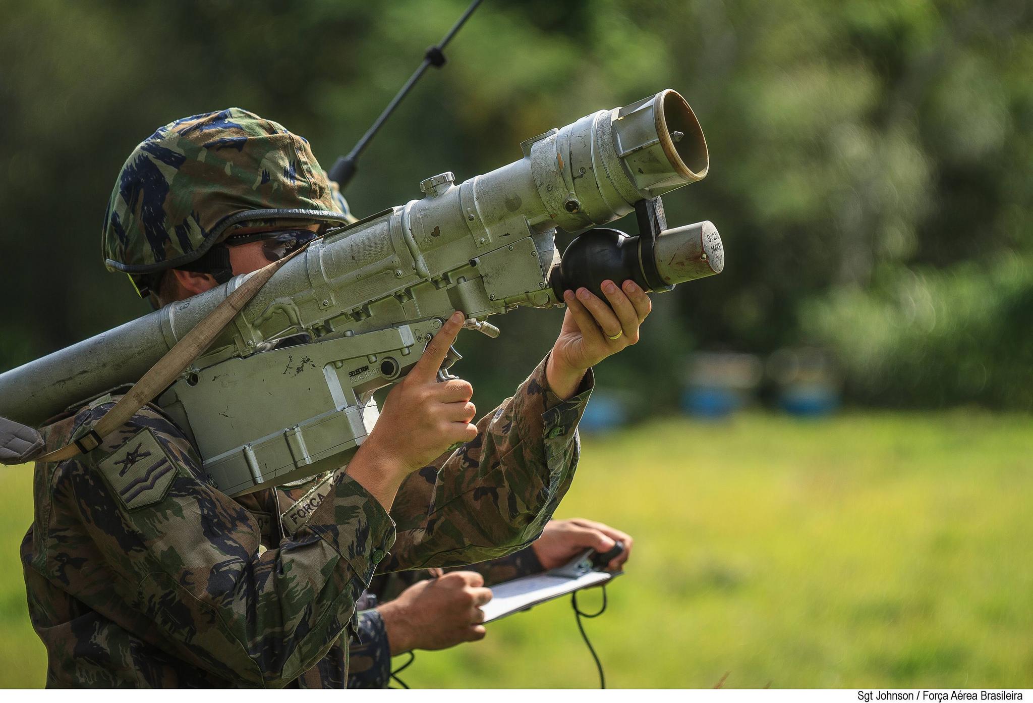 FAB PÉ DE POEIRA:  Defesa Antiaérea na Força Aérea  Brasileira