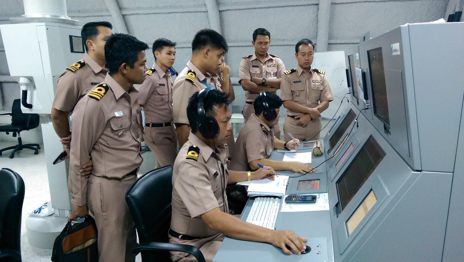 ESPECIAL 'Thai Salad': Marinha tailandesa treina, em um simulador de submarinos alemão, o seu pessoal que vai operar três submarinos chineses…