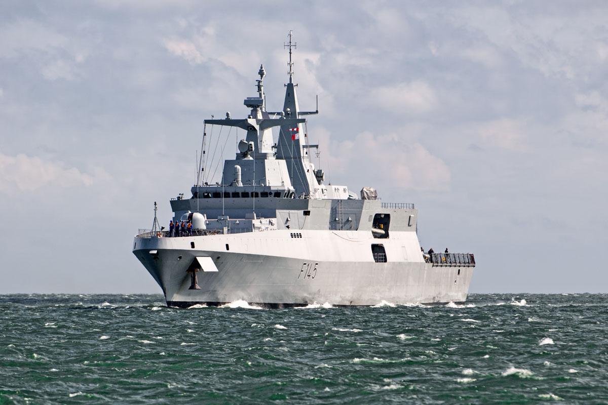 Ladrões estão levando antenas e fiações de cobre dos centros de comunicações da Marinha sul-africana (e também armas portáteis da Base Naval de Simon's Town…)