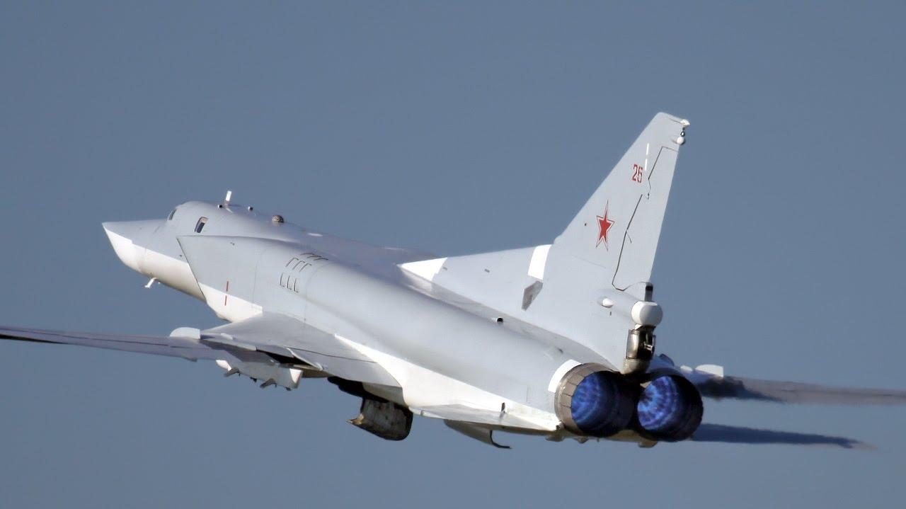 SÍRIA : Bombardeiros russos Tupolev Tu-22M3 bombardeiam alvos do Estado Islâmico no leste do País