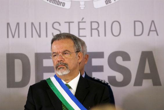 """Os """"quatro Ds"""" de Jungmann e a exportação de armamentos no Brasil"""