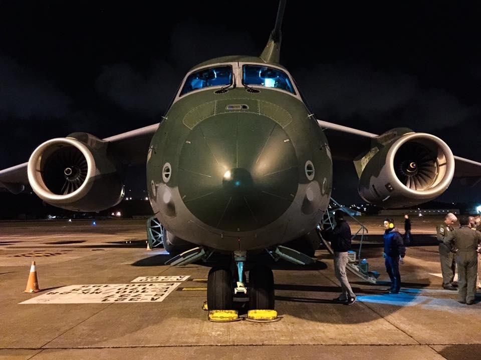 Schneider, da EDS, se esforça por rebater as críticas da concorrência, que apontam o KC-390 como inapto para operar em pistas não-preparadas