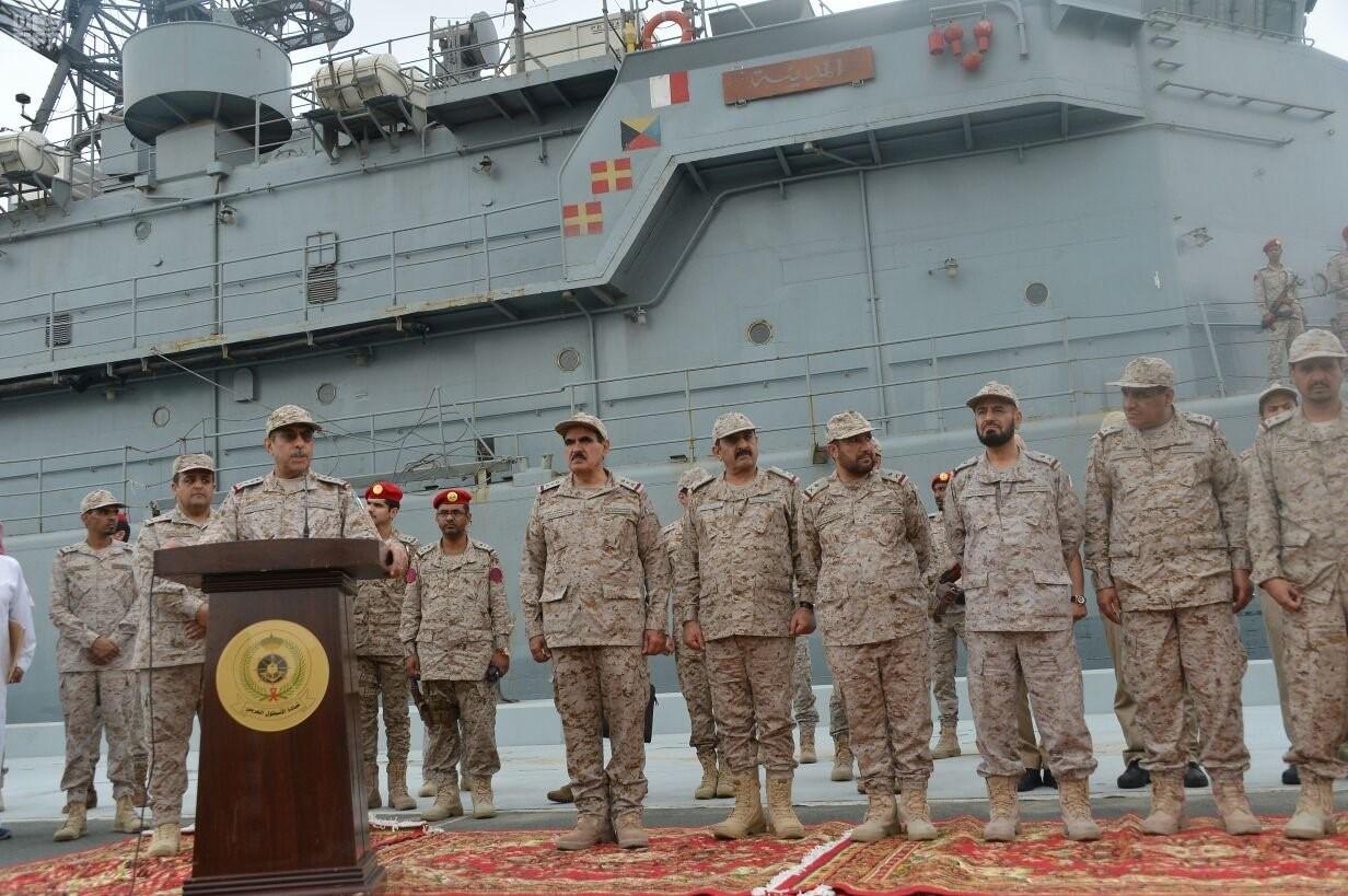 GALERIA: Marinha saudita libera fotos da recepção à fragata atacada por um barco suicida iemenita, mas não imagens do local danificado pelo impacto