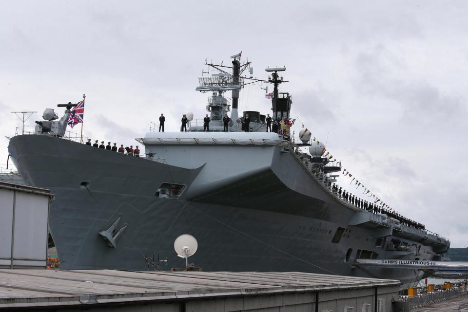 GALERIA: Aparentemente pronto, novo porta-aviões da 'Royal Navy' ainda precisará esperar 6 meses antes de iniciar seus testes de mar
