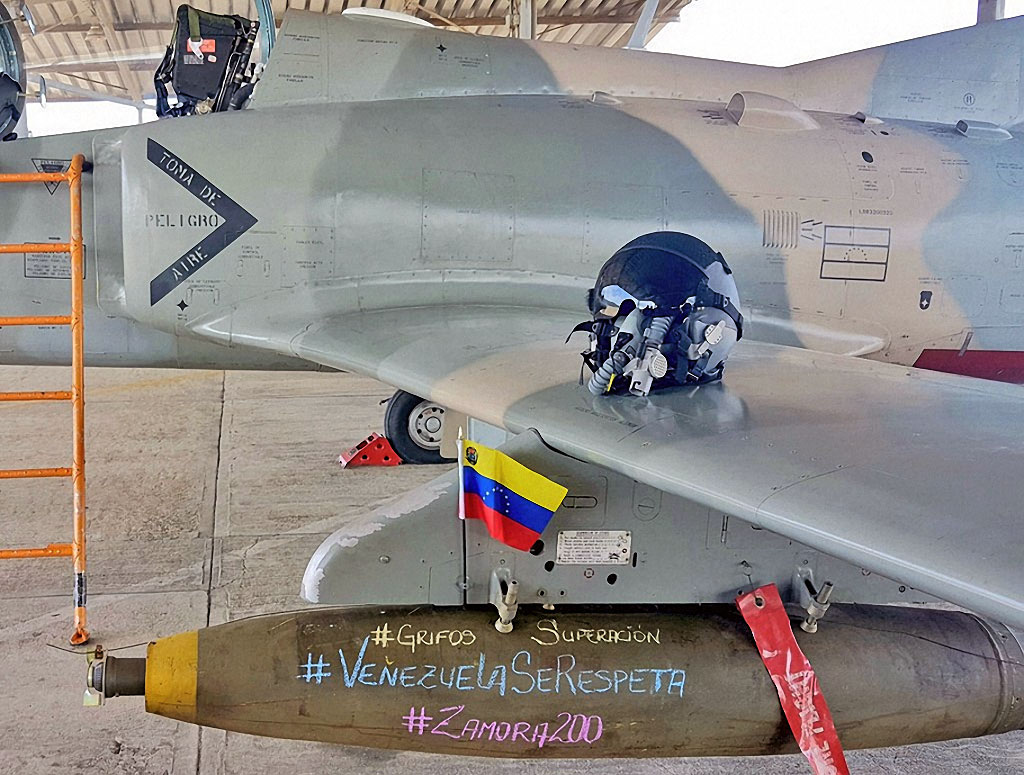 Reaproveitamento! Chavismo adapta velhas bombas aéreas americanas e lançadores de foguetes ar-terra da Avibras em seus jatos chineses de treinamento e ataque K-8W