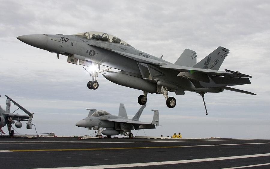 Quase 2/3 dos caças F/A-18 da Marinha dos EUA estão inoperantes e baseados no solo