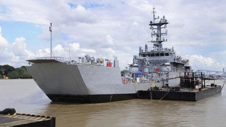 Marinha Indiana  incorpora embarcação tipo LCU fabricada localmente.