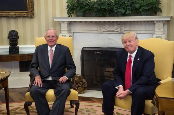 A 'diplomacia militar' de Trump: presidente peruano vai a 'beija-mão' na Casa Branca e seus militares ganham de presente diversas ofertas de armamentos…