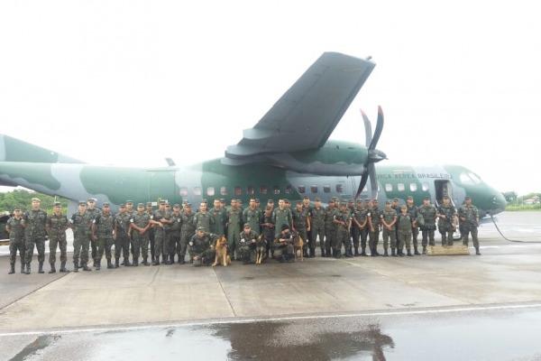 FAB PÉ DE POEIRA: Pelotão de cães da Força Aérea realiza faro em presídios da região Norte