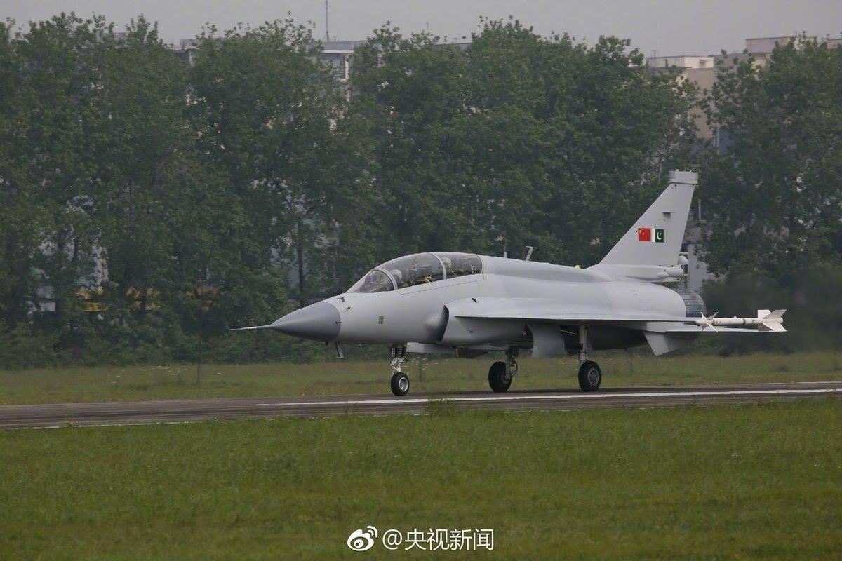 JF-17B Thunder realiza primeiro voo