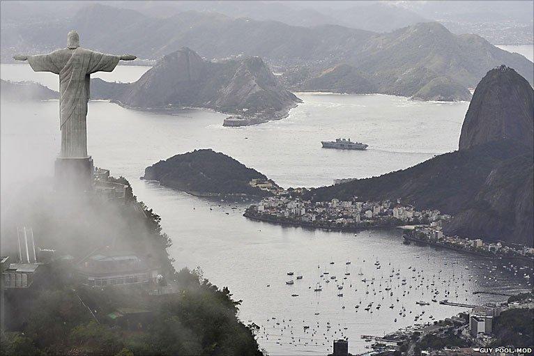Sonhar não é proibido! Eventual compra do porta-helicópteros 'Ocean' dará à MB um novo 'Minas Gerais' (ou outro 'Rio de Janeiro'…); Galante diz que barco inglês é 'espaçoso e de fácil manutenção'