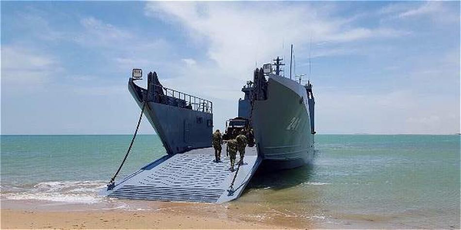 Na Armada Paraguaia, a espera de 32 anos por um navio novo pode estar perto do fim: o plano é comprar uma embarcação de desembarque anfíbio de 620 toneladas