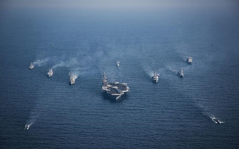 Porta aviões Americano se dirige para a Península da Coréia