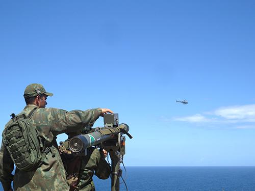 ADSUMUS: Fuzileiros Navais do  Batalhão de Controle Aerotático e Defesa Antiaérea realizam adestramento em São Pedro da Aldeia (RJ)