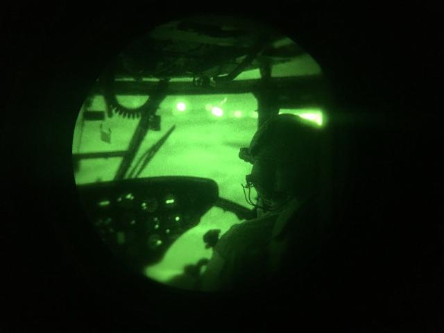 Aviação do Exército: Operação Três Luas exercita pilotos no uso de óculos de visão noturna e simula pouso de assalto com visibilidade perto de zero
