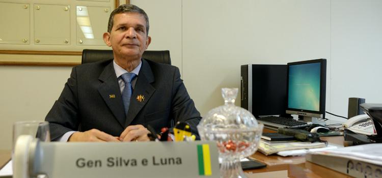 EXCLUSIVO: General Joaquim Silva e Luna poderá assumir o cargo de ministro da Defesa caso Raul Jungmann apresente sua demissão