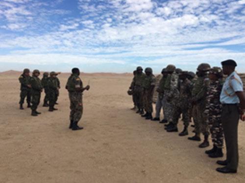 ADSUMUS: GAT-FN auxilia em arremesso de familiarização de granada na Namíbia