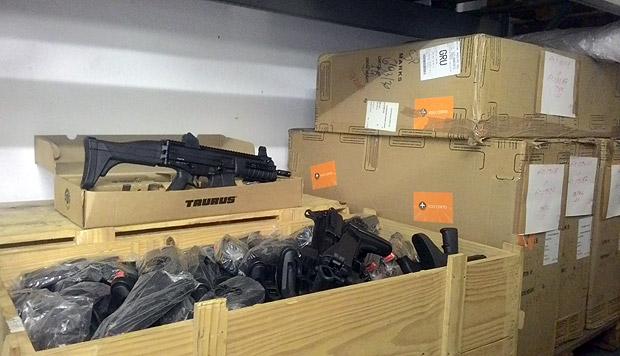 PMESP mantém 6.000 metralhadoras Taurus sem uso, dentro de caixas, há 5 anos devido a defeitos