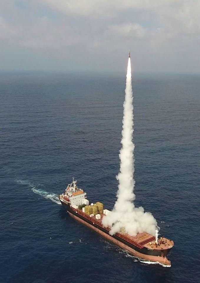 IAI completou com sucesso testes de lançamento do LORA (Long-Range Artillery weapon system)