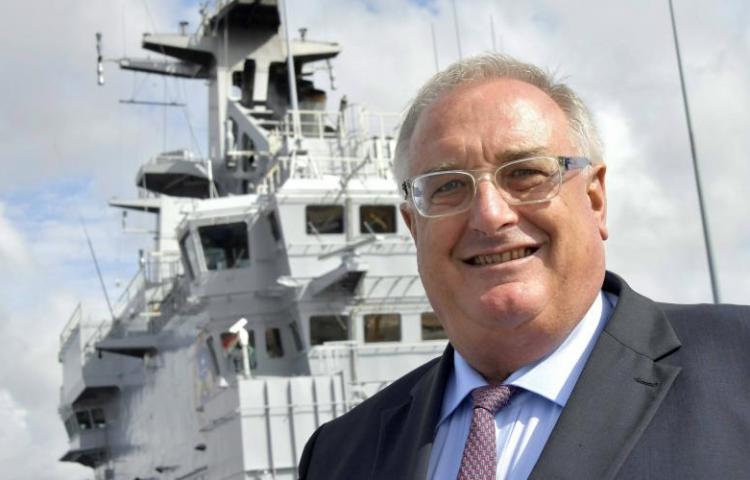 Guillou, o 'rolo-compressor' da DCNS, agora manda em toda a indústria naval francesa!