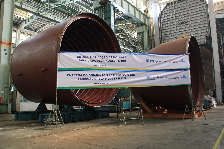 O elemento dissuasório da MB para a próxima década avança! Nuclep e ICN entregam componentes estruturais do SBR-3; seções do navio devem estar todas prontas até agosto