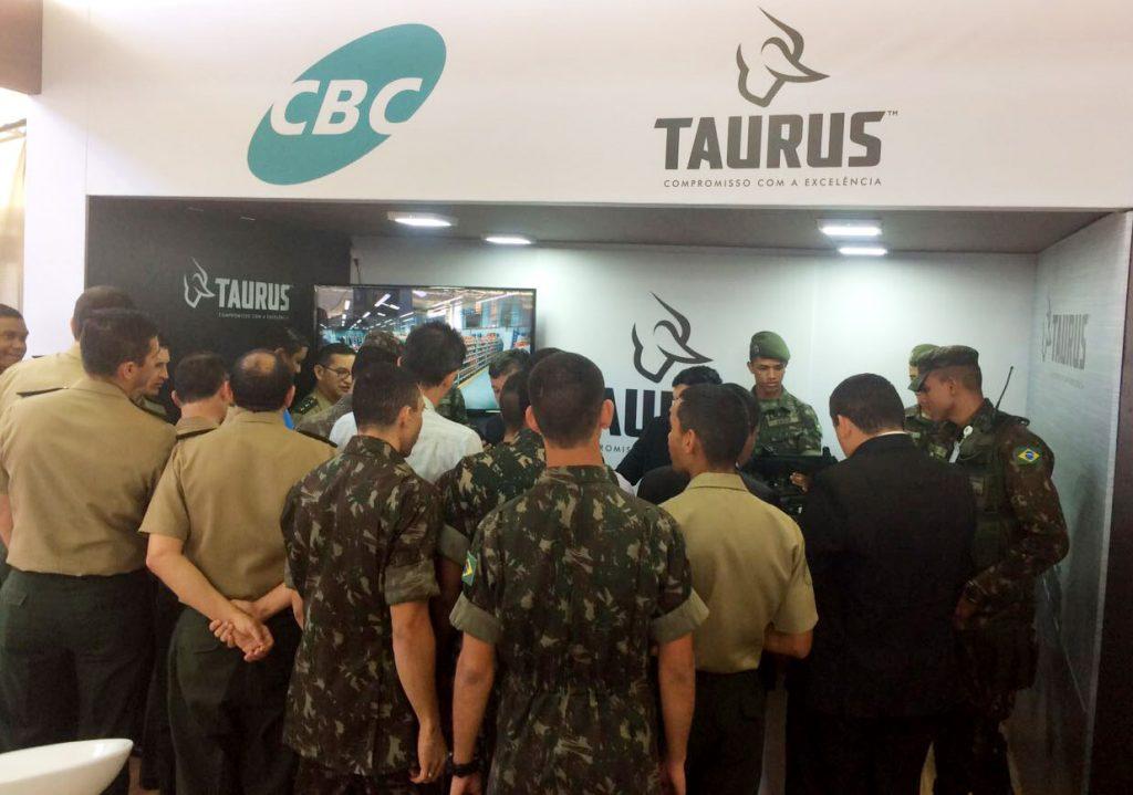 Taurus participa de conferência militar em Brasília