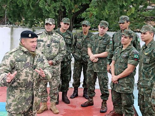 ADSUMUS: Fuzileiros Navais do Destacamento de Segurança em Embaixadas do Brasil (DstSEB) no Paraguai visitaram o Comando de Infantería de Marina de la Armada Paraguaya (COMIM).
