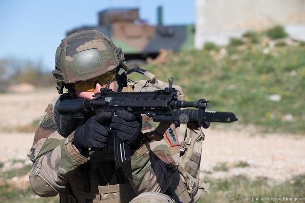 Video: Formação de instrutores de tiro franceses para o HK-416F