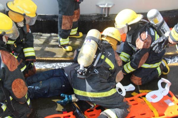 FAB PÉ DE POEIRA: Bombeiros da Força Aérea realizam exercício simulado de combate a incêndio no Aeroporto de Guarulhos
