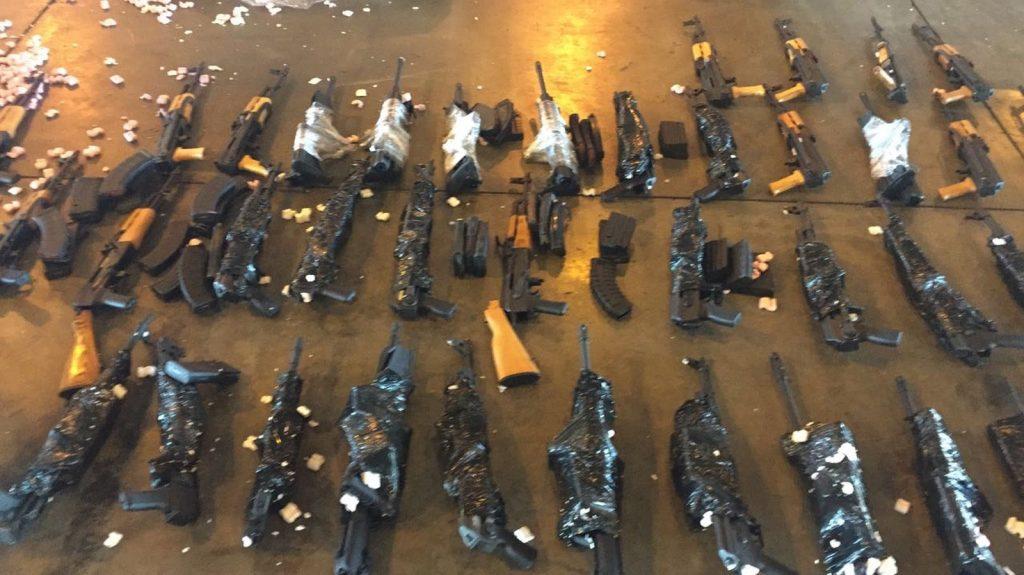 Segurança Publica: Polícia Civil apreende 60 fuzis de guerra no Aeroporto Internacional do Rio