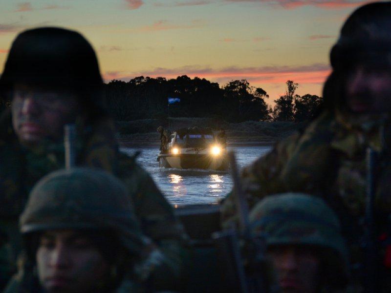 LEITURA DE SÁBADO: Exercício de fuzileiros argentinos e chilenos mobiliza unidades condecoradas por sua atuação nas Malvinas, e evidencia os problemas da 'Flota de Mar' para projetar Poder do mar para a terra
