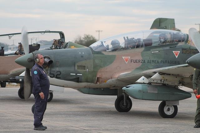 LEITURA DE SÁBADO: Tucanos armados mantém o curso de formação de pilotos da pequena Aviação de Caça do Paraguai (mas esse protagonismo deve estar perto do fim…)