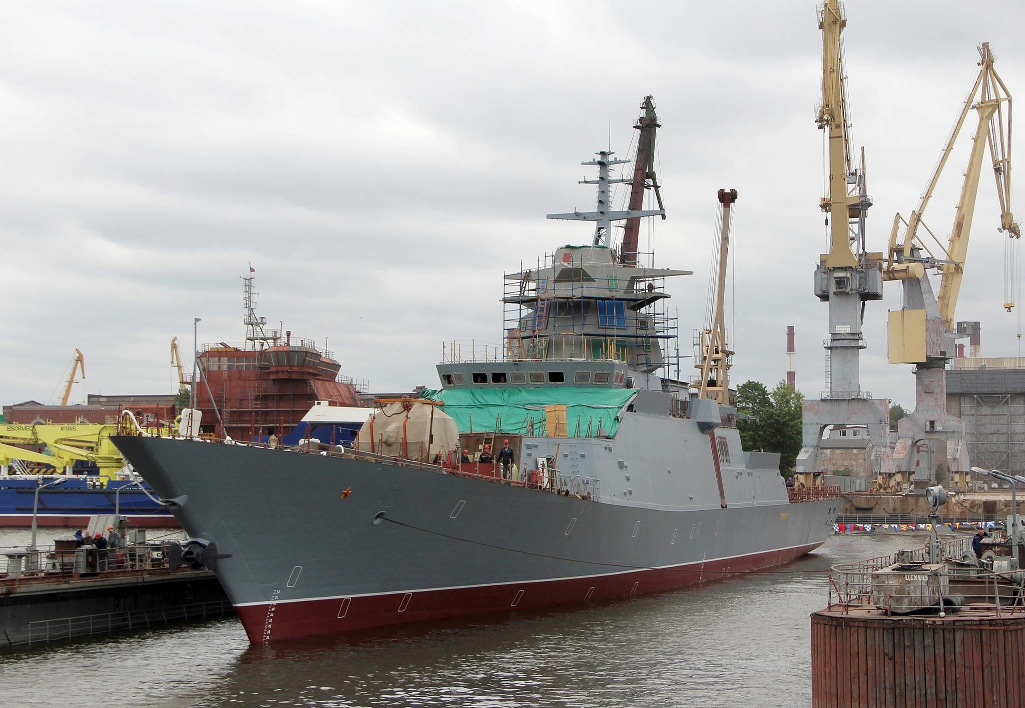 """""""GREMYSHII"""" a nova corveta project 20385 é lançada na água em St. Petersburg"""