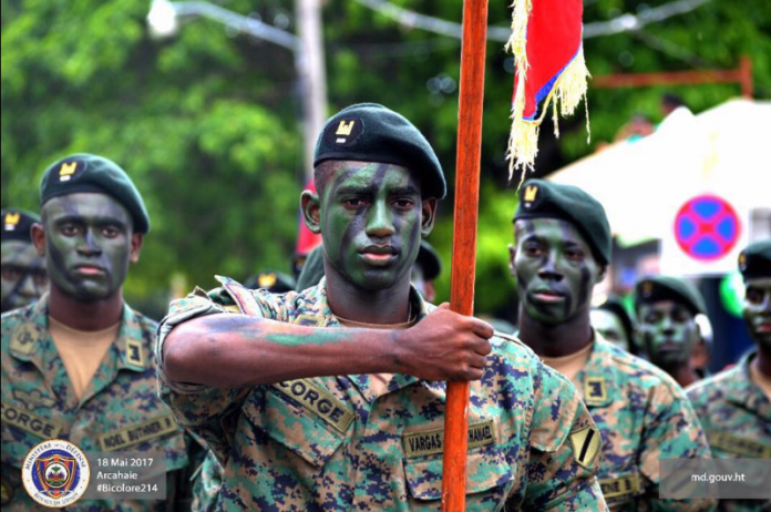 Após 22 anos (e diante da retirada das tropas da ONU), governo haitiano decide restaurar suas Forças Armadas