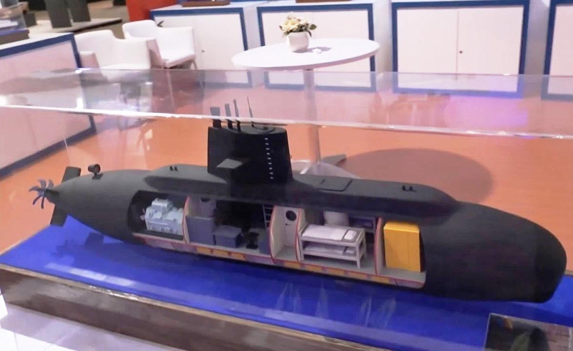 TECNOLOGIA: Militares e pesquisadores civis da Indonésia trabalham no projeto de um mini-submarino para operações especiais