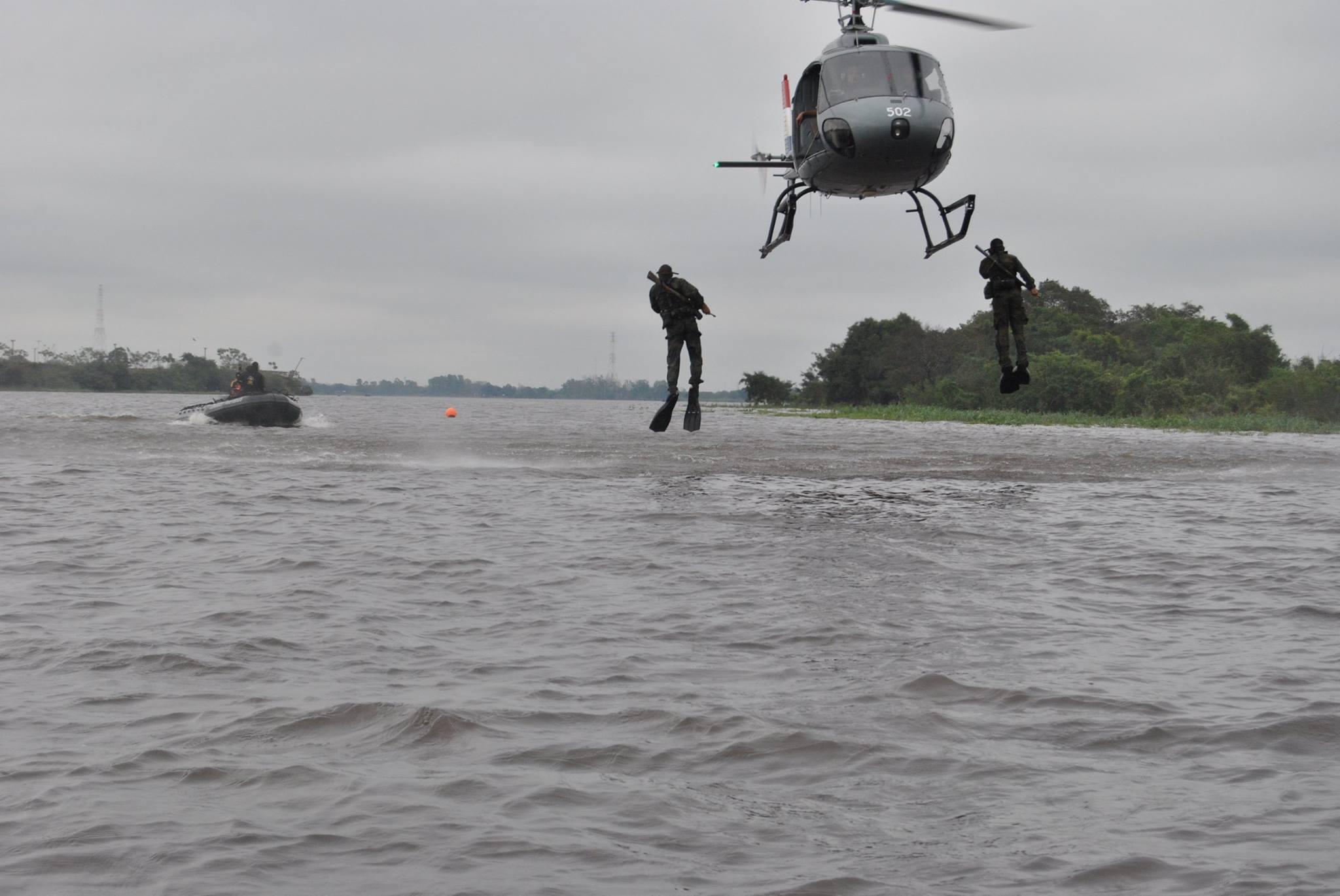 GALERIA: Treinamento dos fuzileiros navais paraguaios em 'natación de combate'
