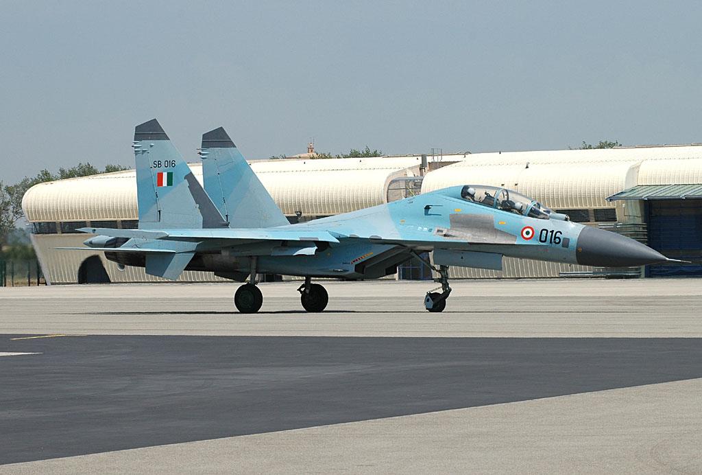 MERCADO DE USADOS: Russos usam indústria na vizinha Bielorussia como 'oficina' de modernização dos antigos caças Su-30 da Índia