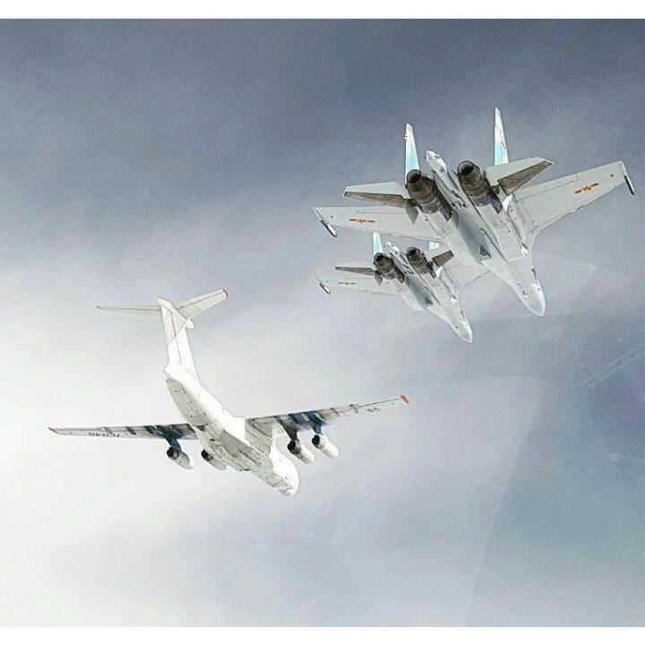 Quatro novos Su-35S da Força Aérea da China em transferência são acompanhados por um IL-76