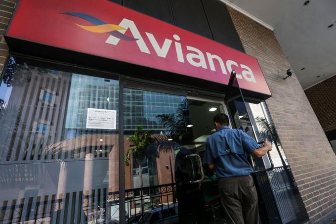 A crise na Venezuela! Avianca antecipa a suspensão dos voos para Caracas, e desvia suas rotas do espaço aéreo venezuelano; Trump manda as famílias dos seus diplomatas voltarem aos EUA